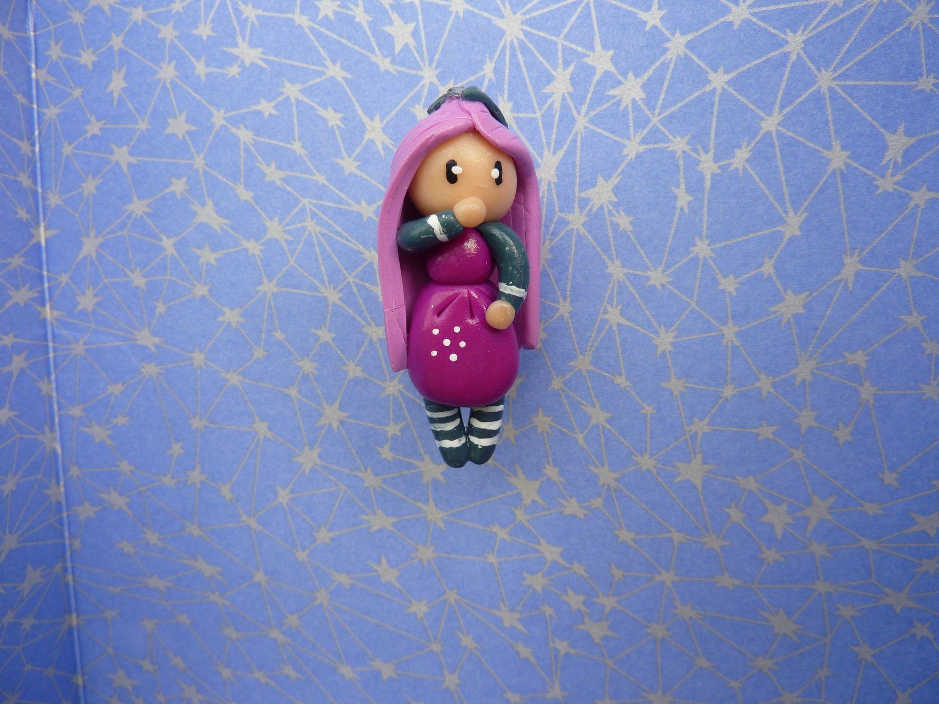 broche petite fille cheveux rose : Broche par oeil-de-tigre