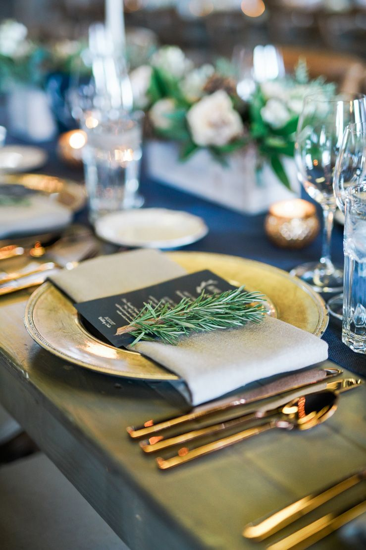 Gold plate + dark blue wedding menu | wedding place setting | fabmood.com