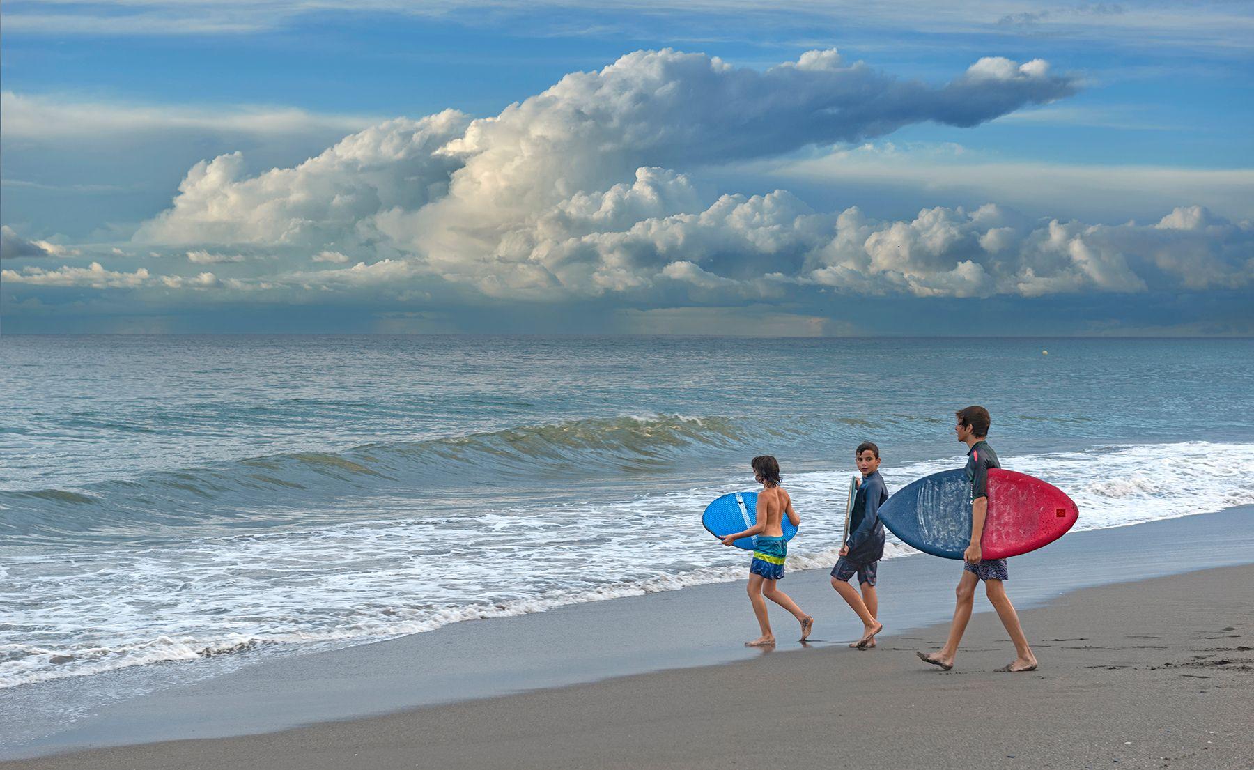 Niños, tablas y tormenta en el Mar de Alborán