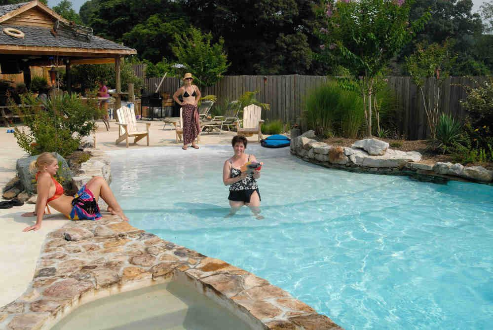 Vistapro landscape design swimming pools family on for Pool design with beach entry