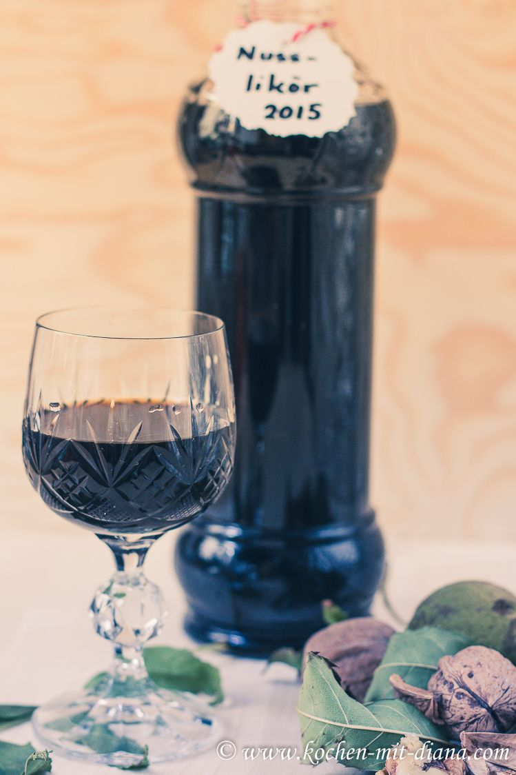 Kochen mit Diana/ Cooking with Diana: Walnusslikör/ Walnut liqueur