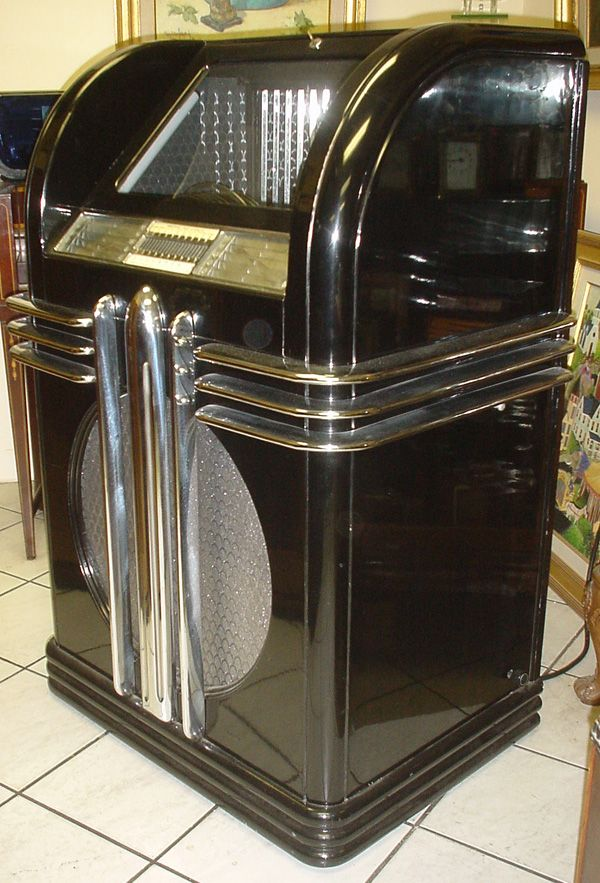 auch das design des bar inventars beeinflusste der art d co wie am beispiel dieser jukebox zu. Black Bedroom Furniture Sets. Home Design Ideas
