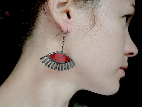 Red eyelashes earrings unique stained glass statement di ArtKvarta