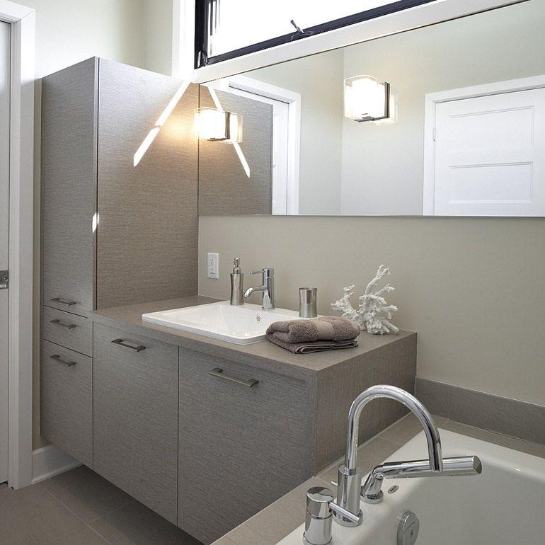 Salle de bain contemporaine en mélamine avec comptoir stratifié - decoration salle de bain moderne