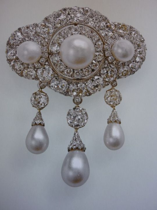 Queen Alexandra S Triple Pearl Drop Wedding Brooch Queen