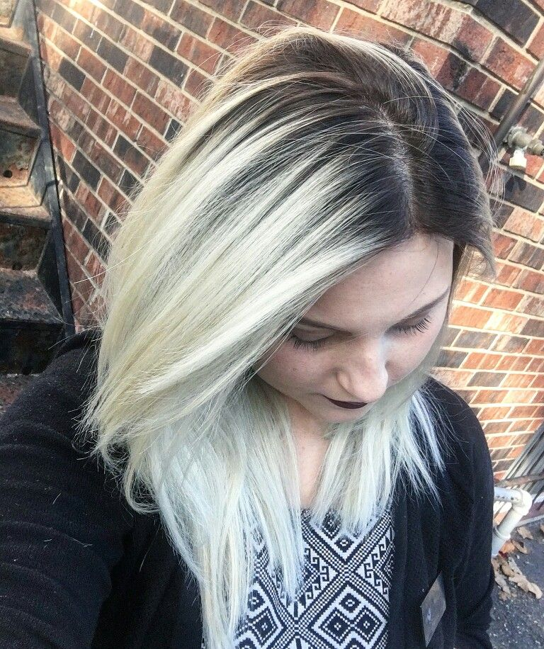 Platinum Blonde With Shadow Root Gold Hair Dye Blonde Hair With Roots Roots Hair