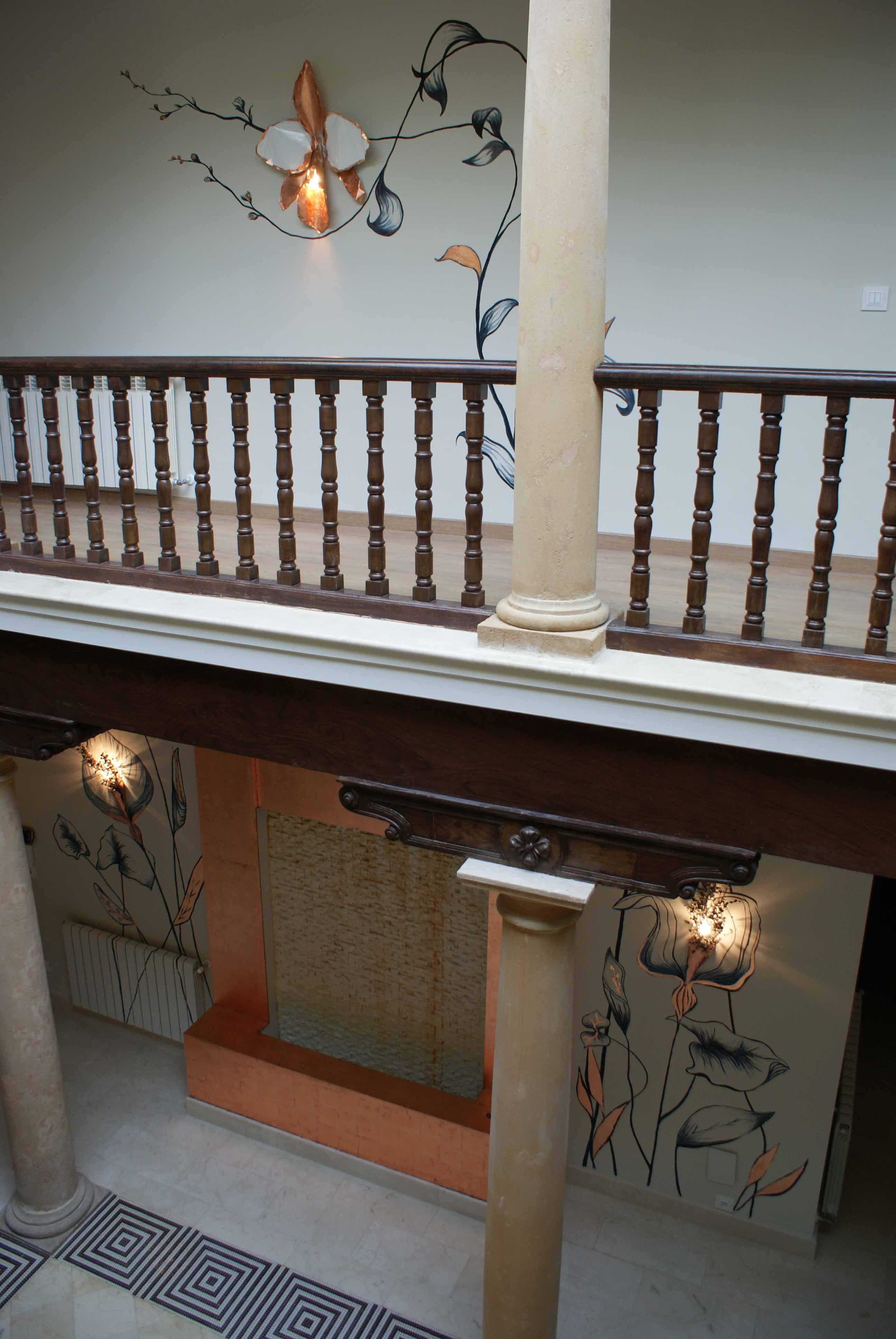 Pintura decorativa incorporando apliques realizada en casa particular