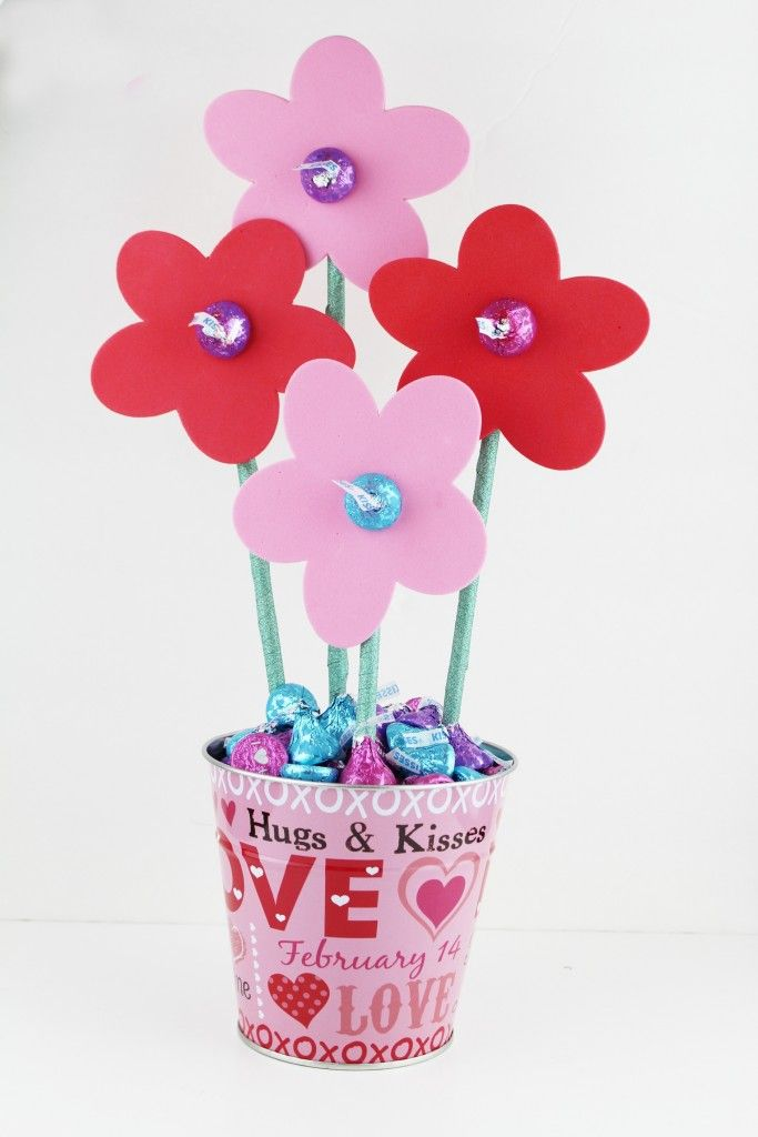 Make a Hershey\'s Kisses Flower Bouquet for Valentine\'s Day ...