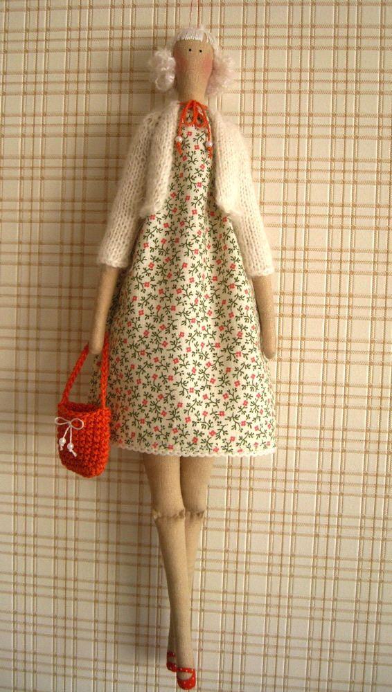 Кукла тильда в кофте
