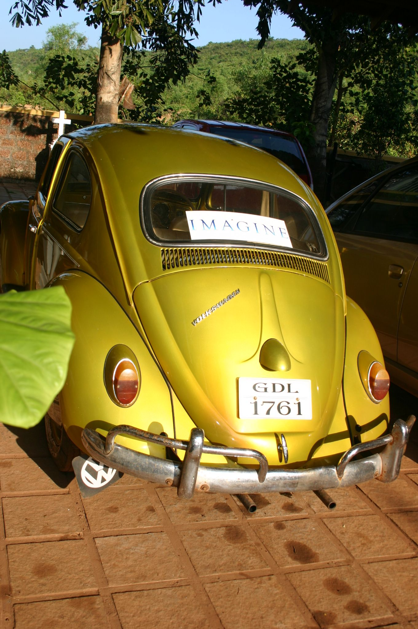 Sur la Mer; the owner\'s Imagine VW Beetle; Goa, India YELLOW CAR ...