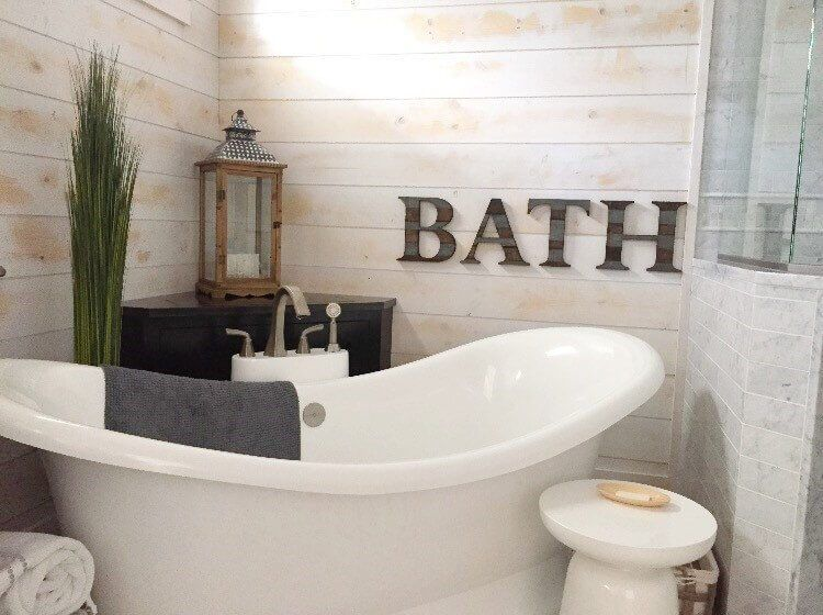 47 A Rustic Restroom With Modern Amenities Rustic Bathroom Wall Decor Modern Bathroom Wall Decor Farmhouse Wall Decor