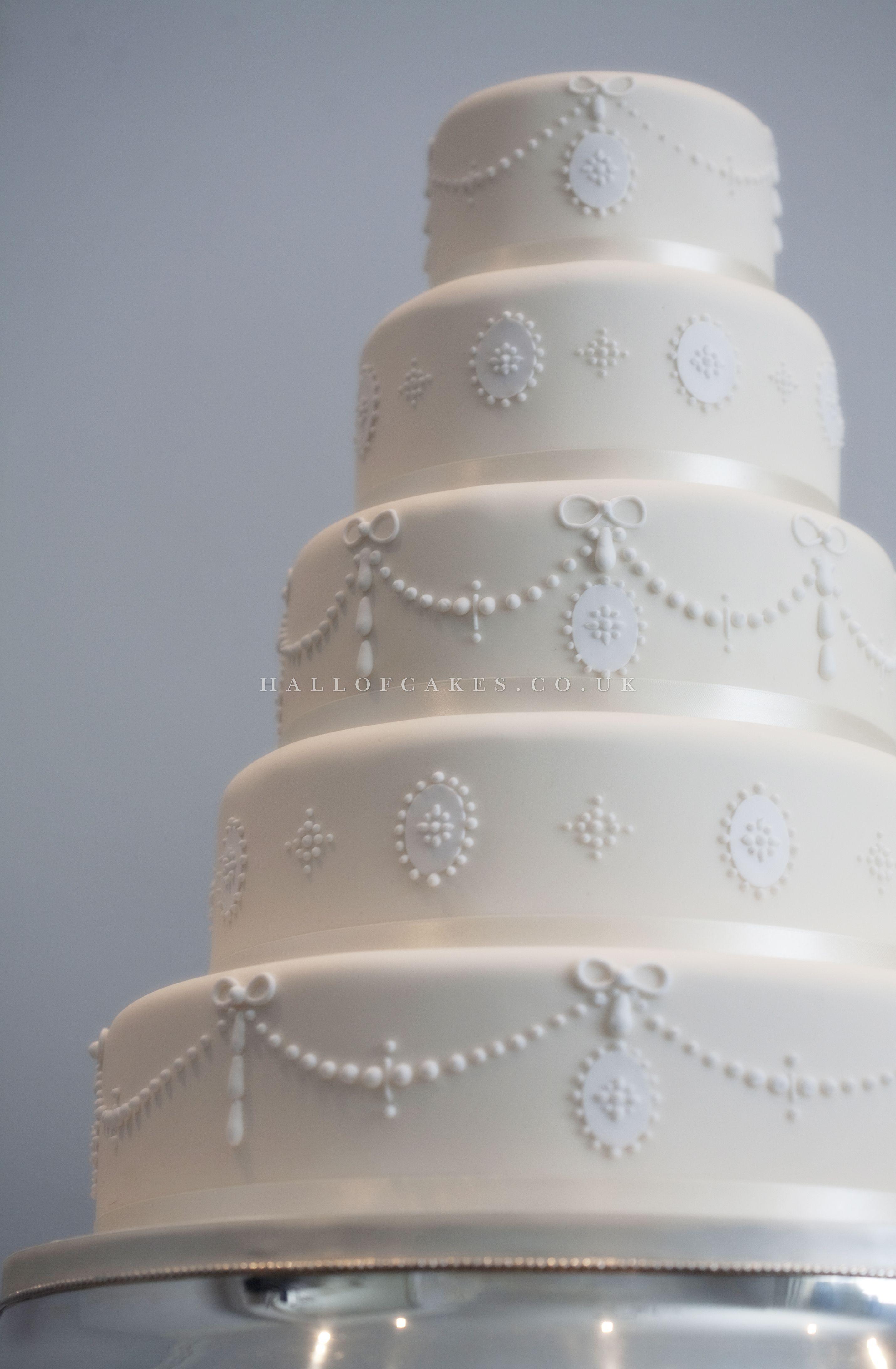 Cameos u pearls hall of cakes uk wedding cakes pinterest