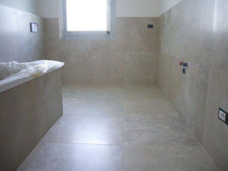 Altezza piastrelle bagno con colore marrone chiaro arredamento e decorazioni per la casa for - Piastrelle per casa ...
