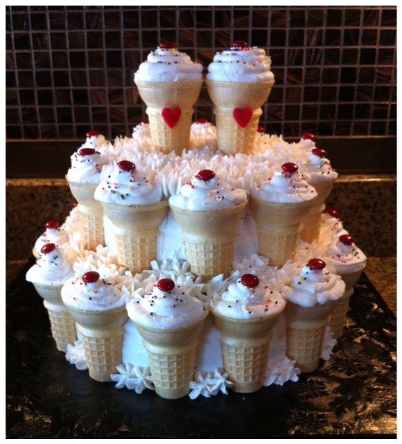 Rockabilly Wedding Ideas: 50's Theme Wedding, Cutter Cake, Served With 300 Ice Cream