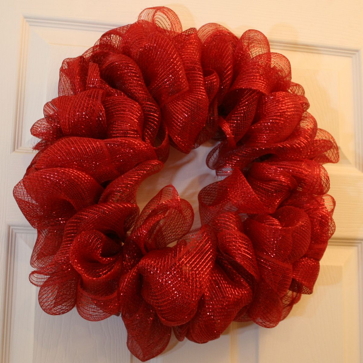 unique mesh ribbon wreath...using wire hanger and bunching