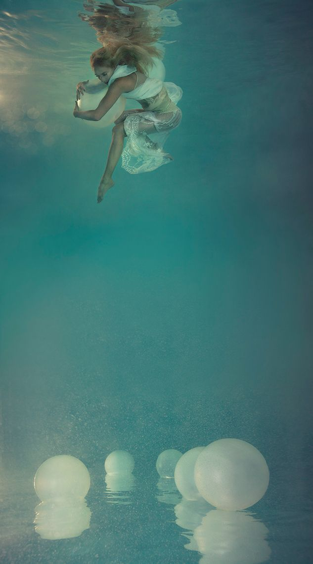 """Escalation"" en la serie Surfacing por Mallory Morrison."