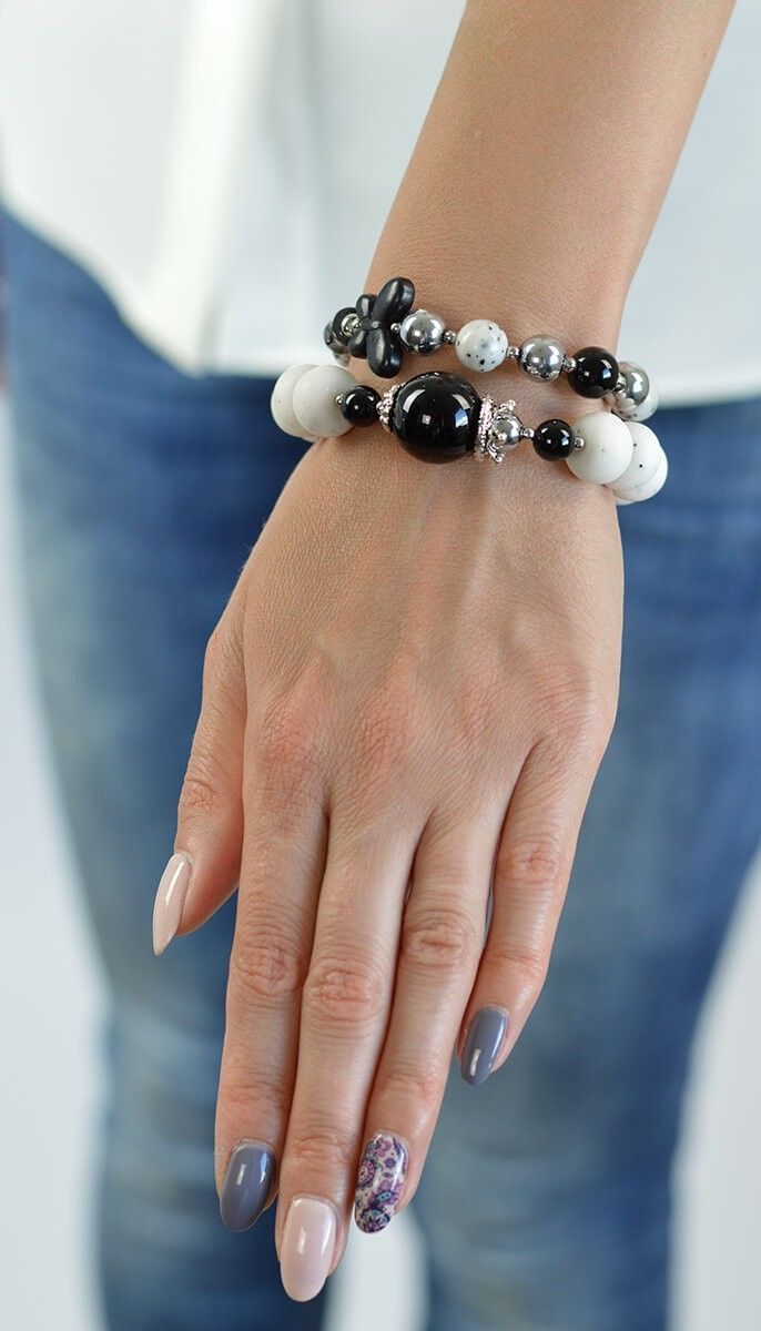 Black and white beaded bracelet for a real women.