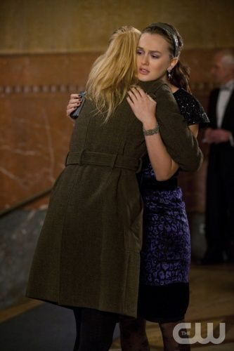 GOSSIP GIRL-- Revengers -- image GO609B_0137 Pictured (L-R): Blake Lively as Serena Van Der Woodsen and Leighton Meester as Blair Waldorf -- Photo: Barbara Nitke/The CW -- © 2012 The CW Network. All Rights Reserved.