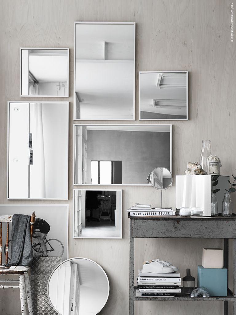 En spegelvägg med STAVE speglar, SKOGSVÅG spegeln bryter av med ... : spegelvägg : Inredning