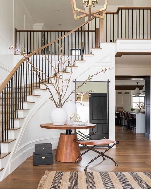 20 Excellent Traditional Staircases Design Ideas: Pin By Alyssa Longobucco On Shelter In 2020 (With Images