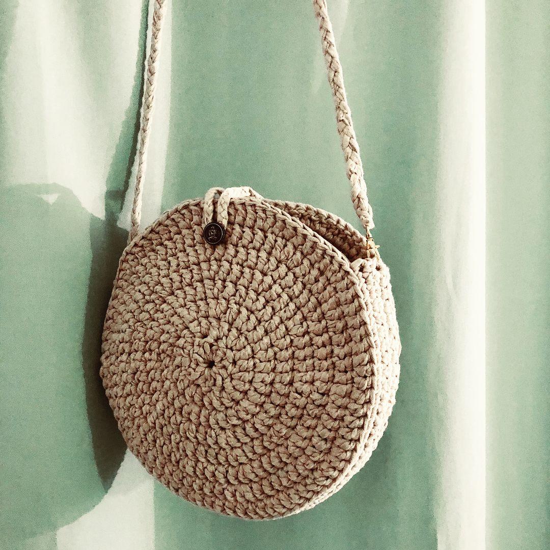 nouveaut sac rond toujours au crochet et en trapilho 2 anses aux choix filets sacs. Black Bedroom Furniture Sets. Home Design Ideas