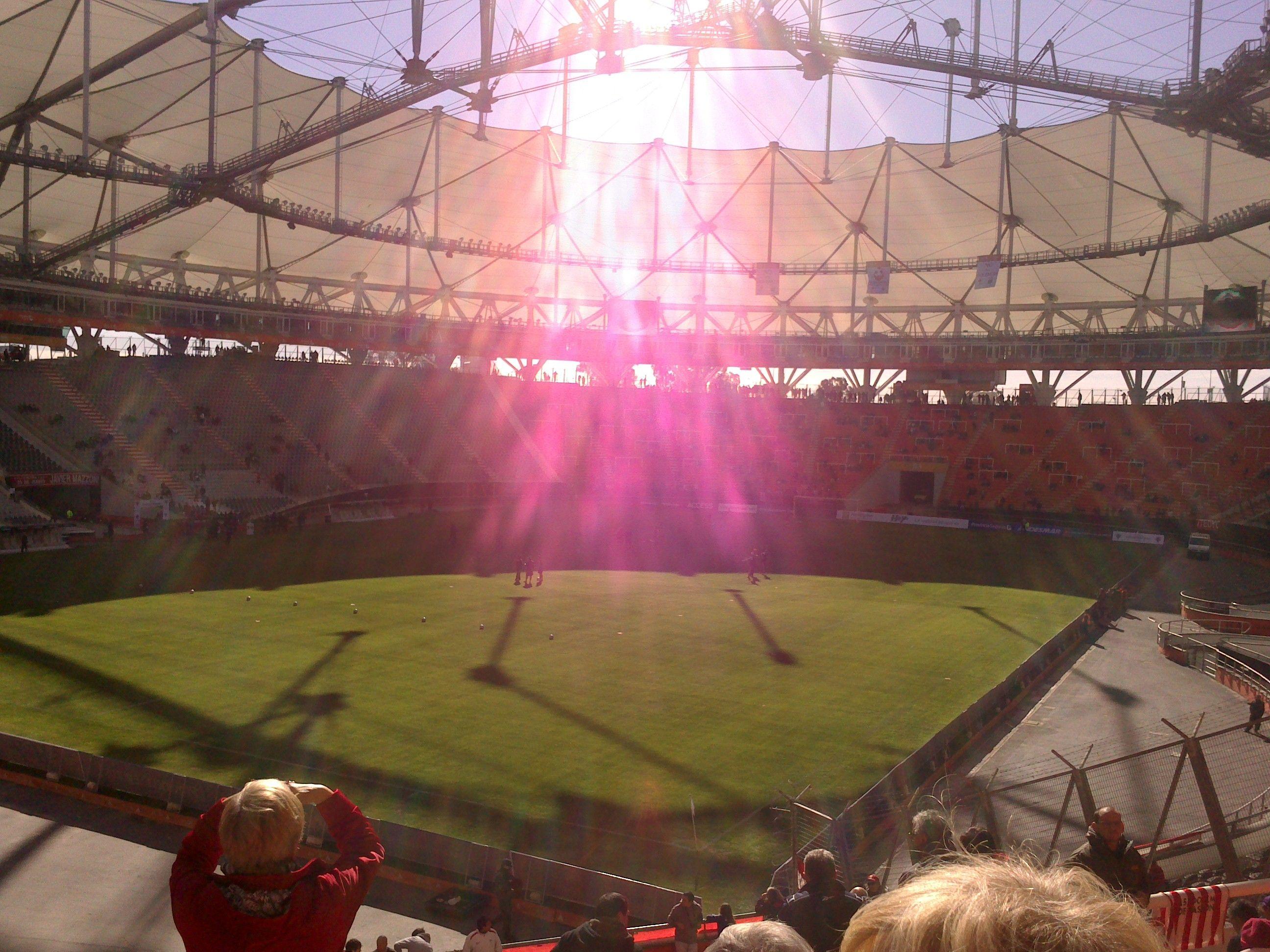 Estadio Unico-La Plata-Argentina-RAYOS DE SOL EN LA CANCHA