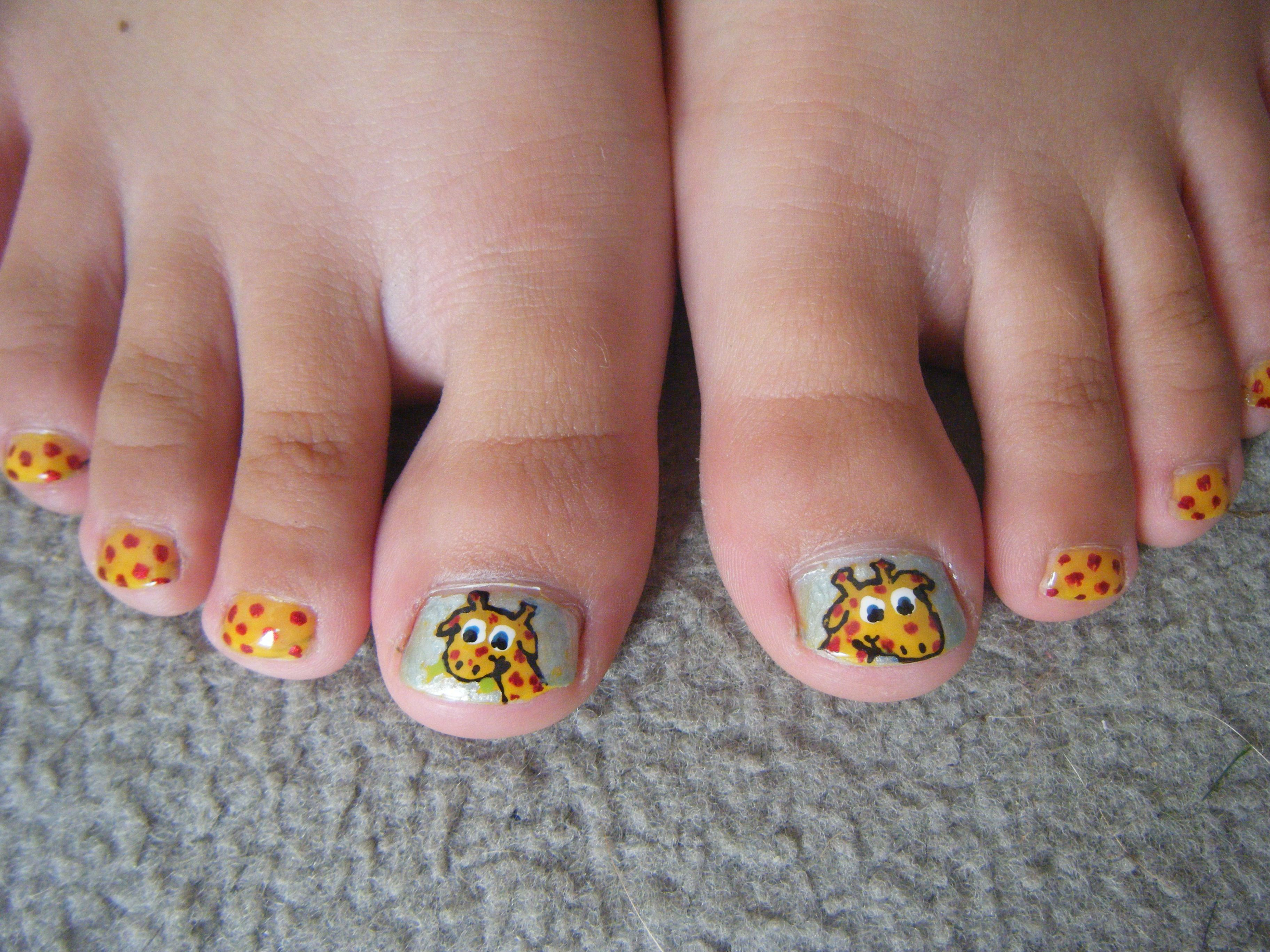 little girls giraffe nail design for my sister