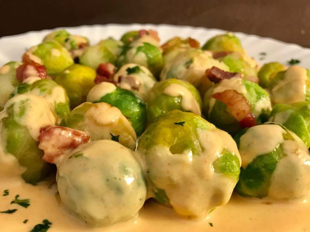 Brussels sprouts with bacon and cheese sauce - too lazy to cook? -  Serving suggestion Brussels spr