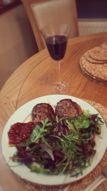 Beef burgers with tomato chutney and baby leaf salad with balsamic and garlic dressing - perfect with Rioja!