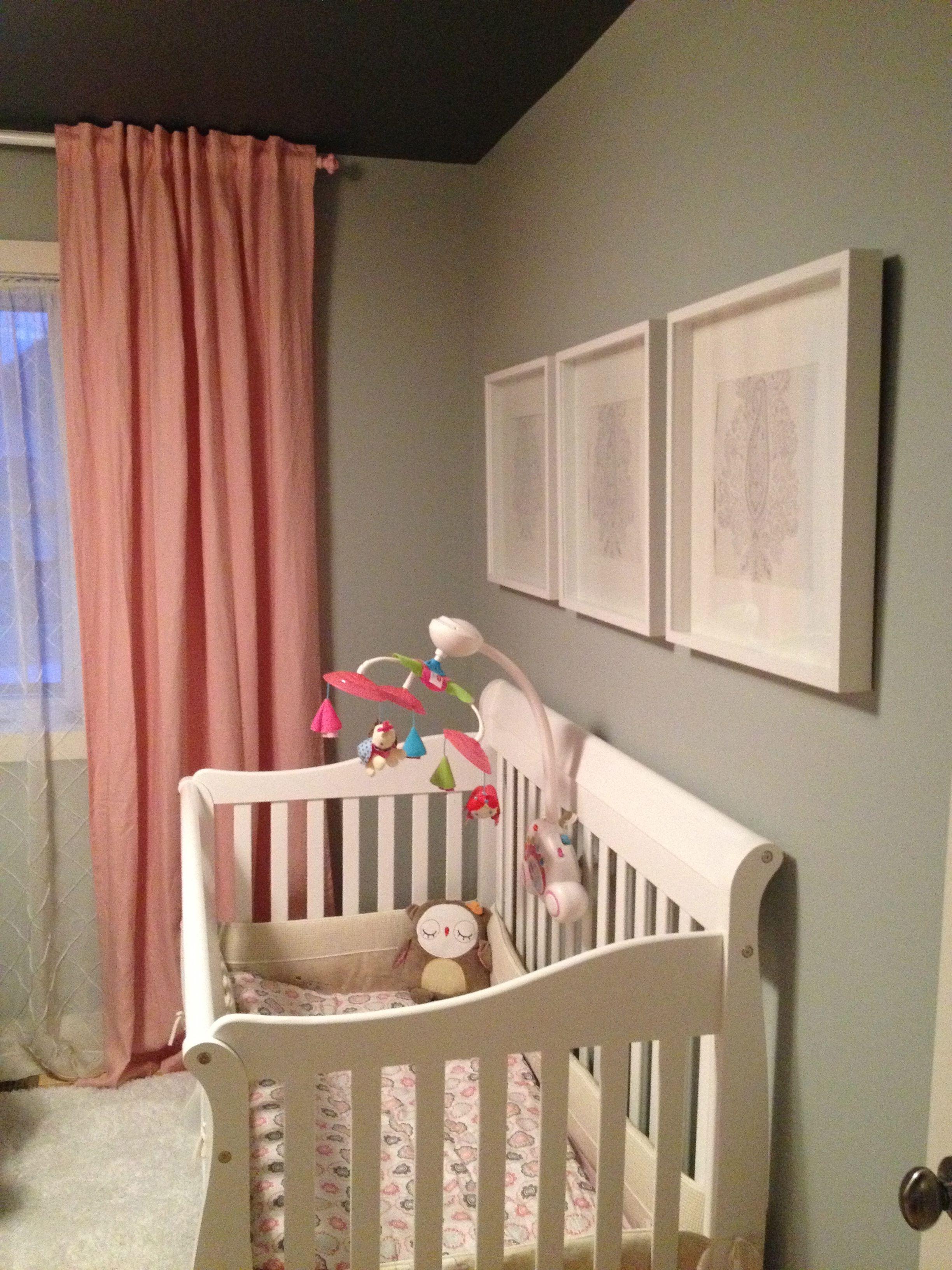 chambre de b233b233 chic murs gris cadres blancs chic grey