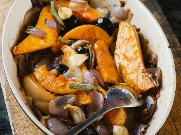 Kürbis mit Oliven aus dem Ofen ist ein Rezept mit frischen Zutaten aus der Kategorie Fruchtgemüse. Probieren Sie dieses und weitere Rezepte von EAT SMARTER!
