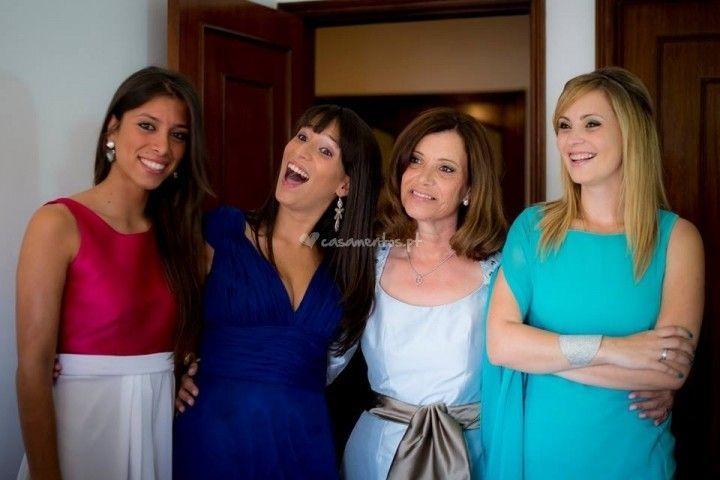 Make up convidadas de Nini Moreira Make Up artist: http://www.casamentos.pt/beleza-noivas/nini-moreira-make-up-artist--e108176/fotos/9