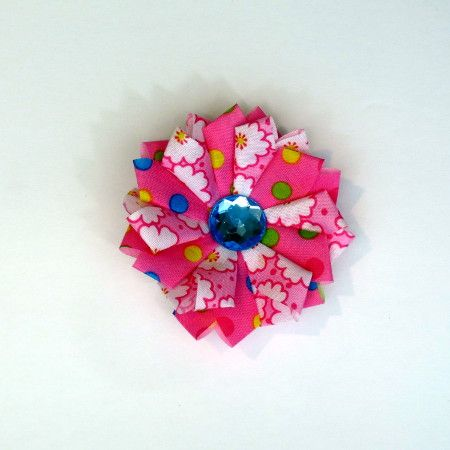 Watch this tutorial video to create a Fablossom Mini Daisy fabric flower! #Fablossom