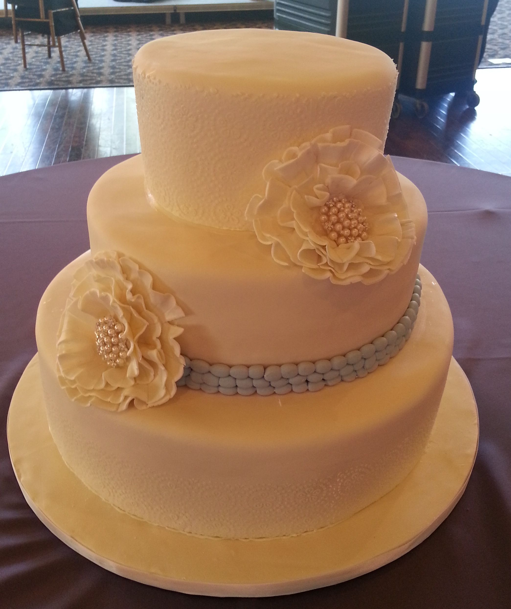 Fondant Flowers For Wedding Cakes: Calumet Bakery Ivory And Pearl With Large Fondant Flowers