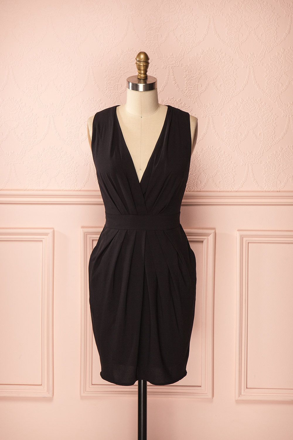 Sekayna - Black low-cut sleeveless dress
