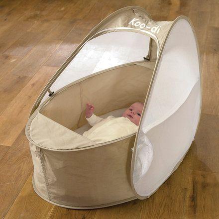 beaucoup plus l ger et transportable qu 39 un lit parapluie le lit pop up pour b b est id al. Black Bedroom Furniture Sets. Home Design Ideas
