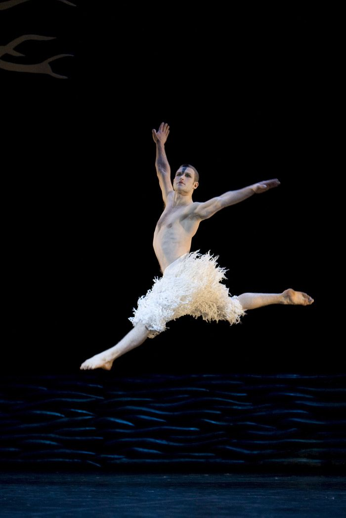 Matthew Bourne's Swan Lake, Richard Winsor Leap