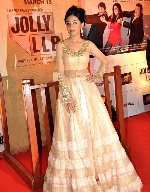 Amrita Rao in a voluminous anarkali at Jolly LLB premiere. #Bollywood #Fashion #Style