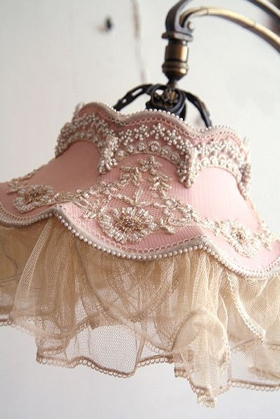 Lampade Shabby Chic Pinterest.Via Lovely Lampshade Victorian Architecture Design