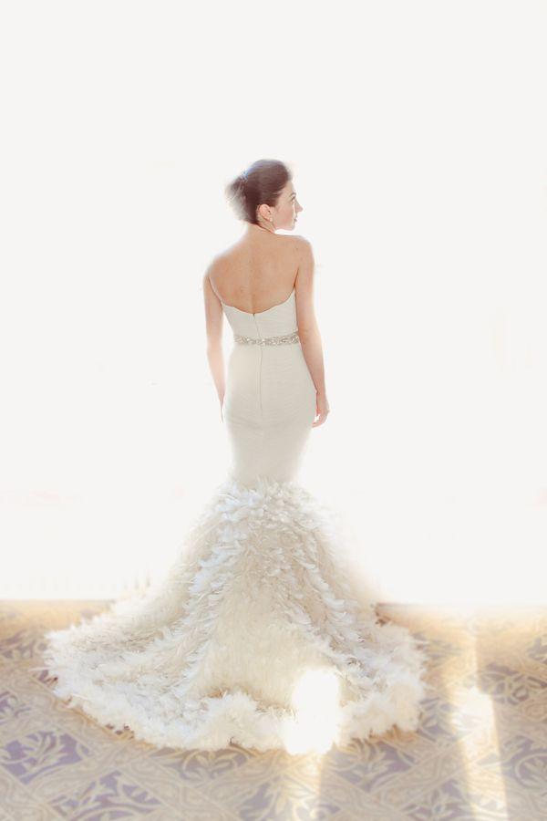 Glamorous and Ethereal Bridal Style | Junebug Weddings