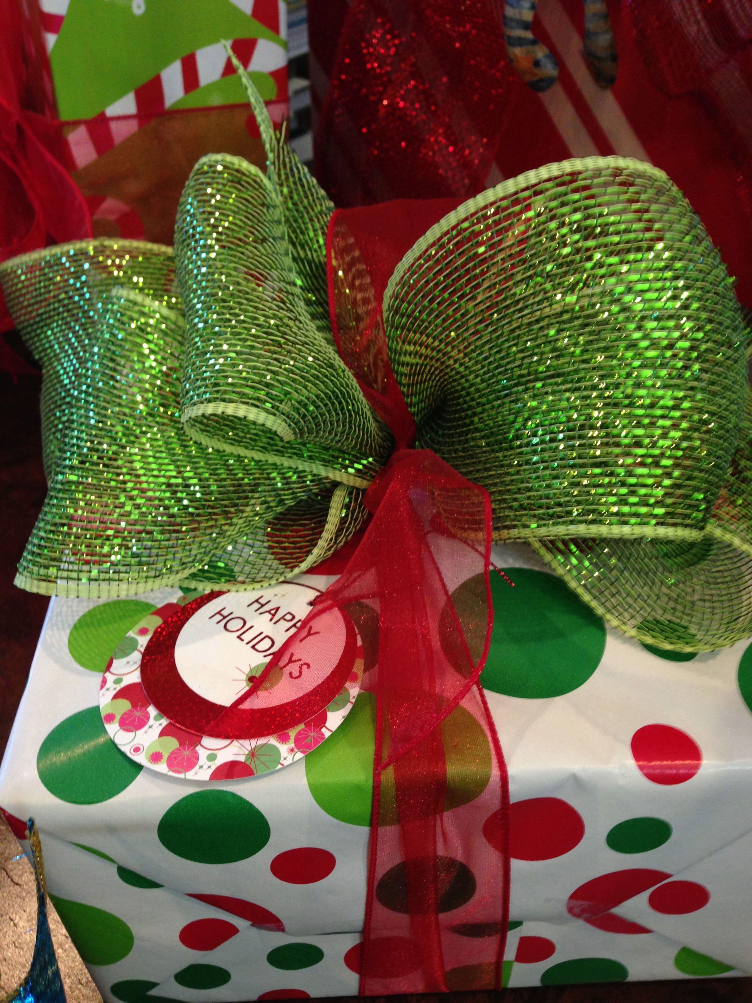 Red and Green Christmas gift wrap, colorful Christmas gift ...