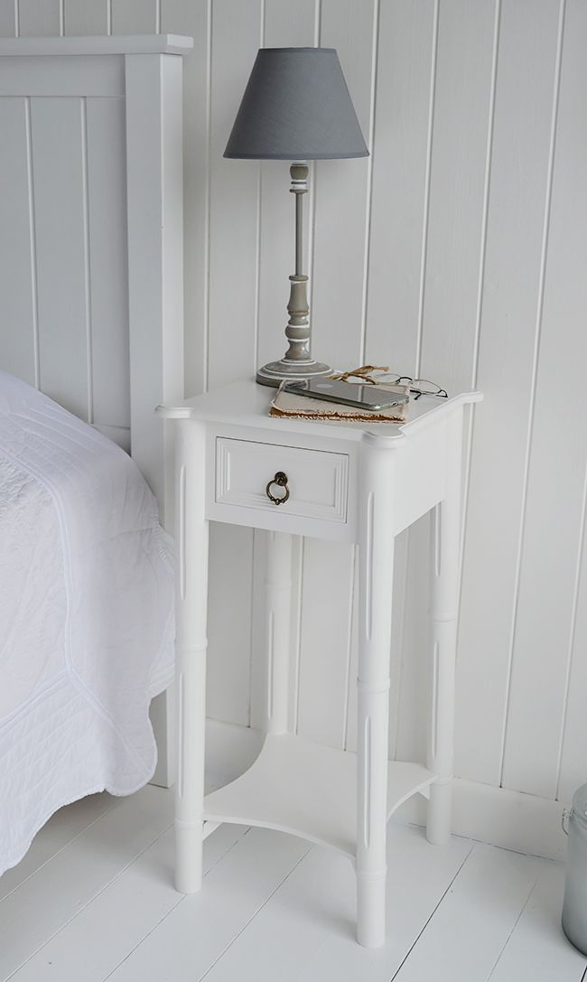 Show The Top Of The Nightstand In White With A Drawer Perfect For A Bedside Lamp And To Keep Your Phone Safe Decoracao Moveis