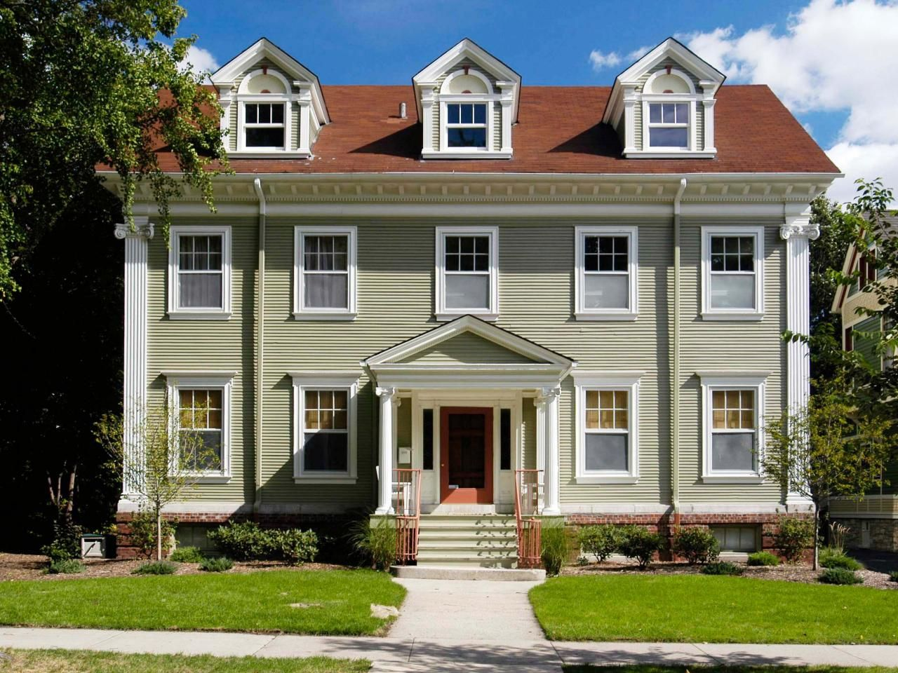Colonial architecture red roof exterior paint colors for Different exterior house styles