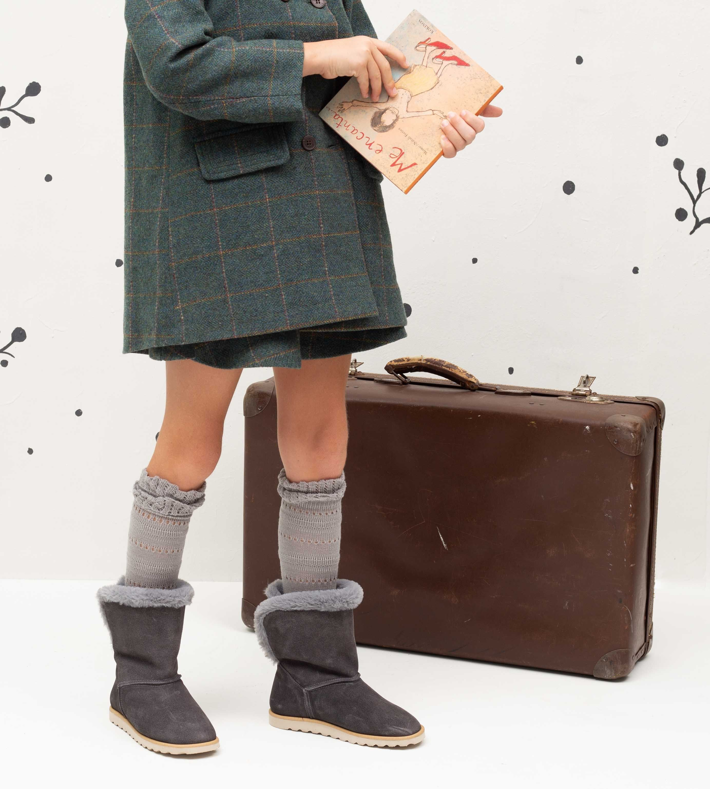 a82237ee3 Botas Australiana Serraje Gris Descubre las botas y botines para niñas de  Ganzitos.com.