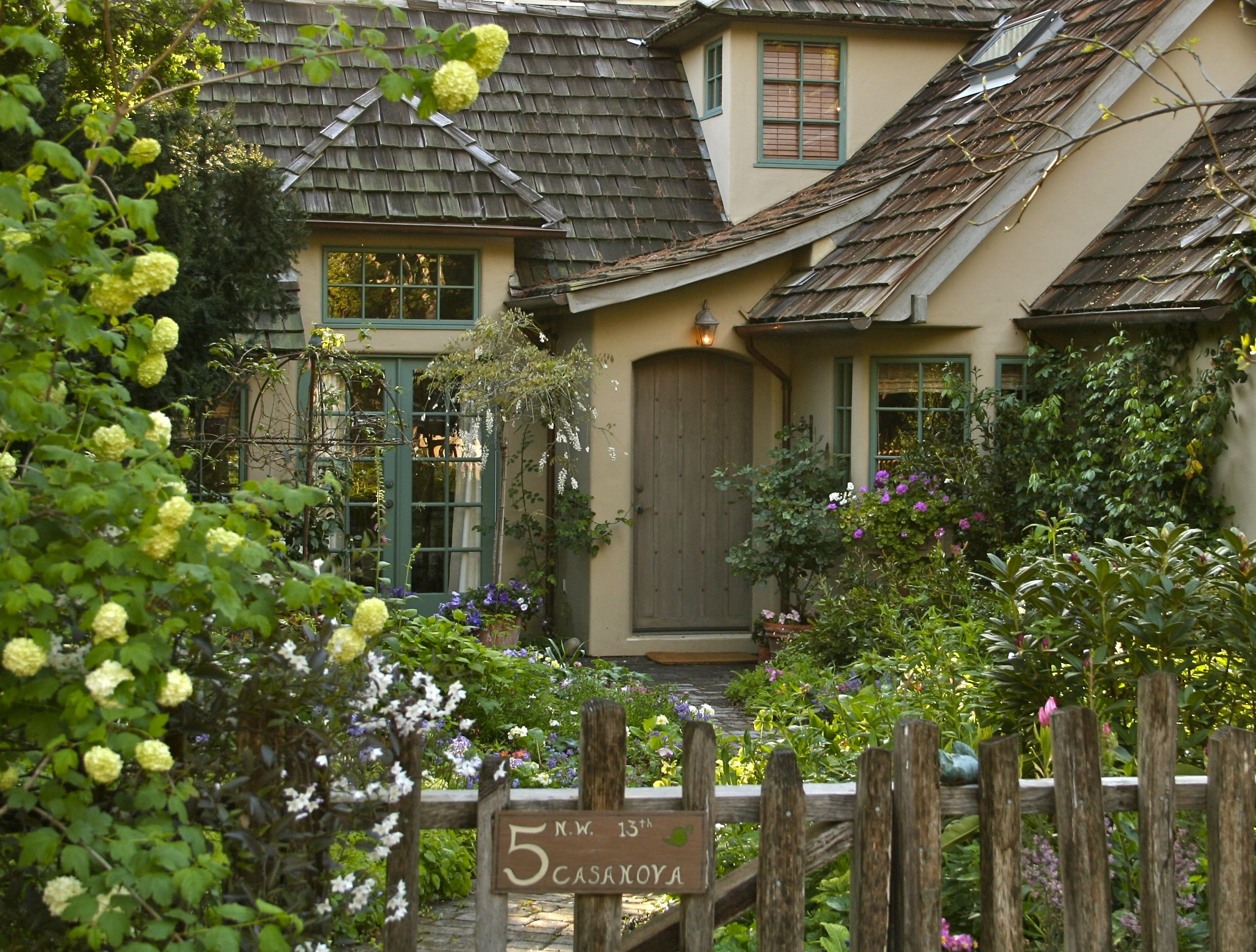 images cute cottages | Carmel Point is a wonderful area located ...
