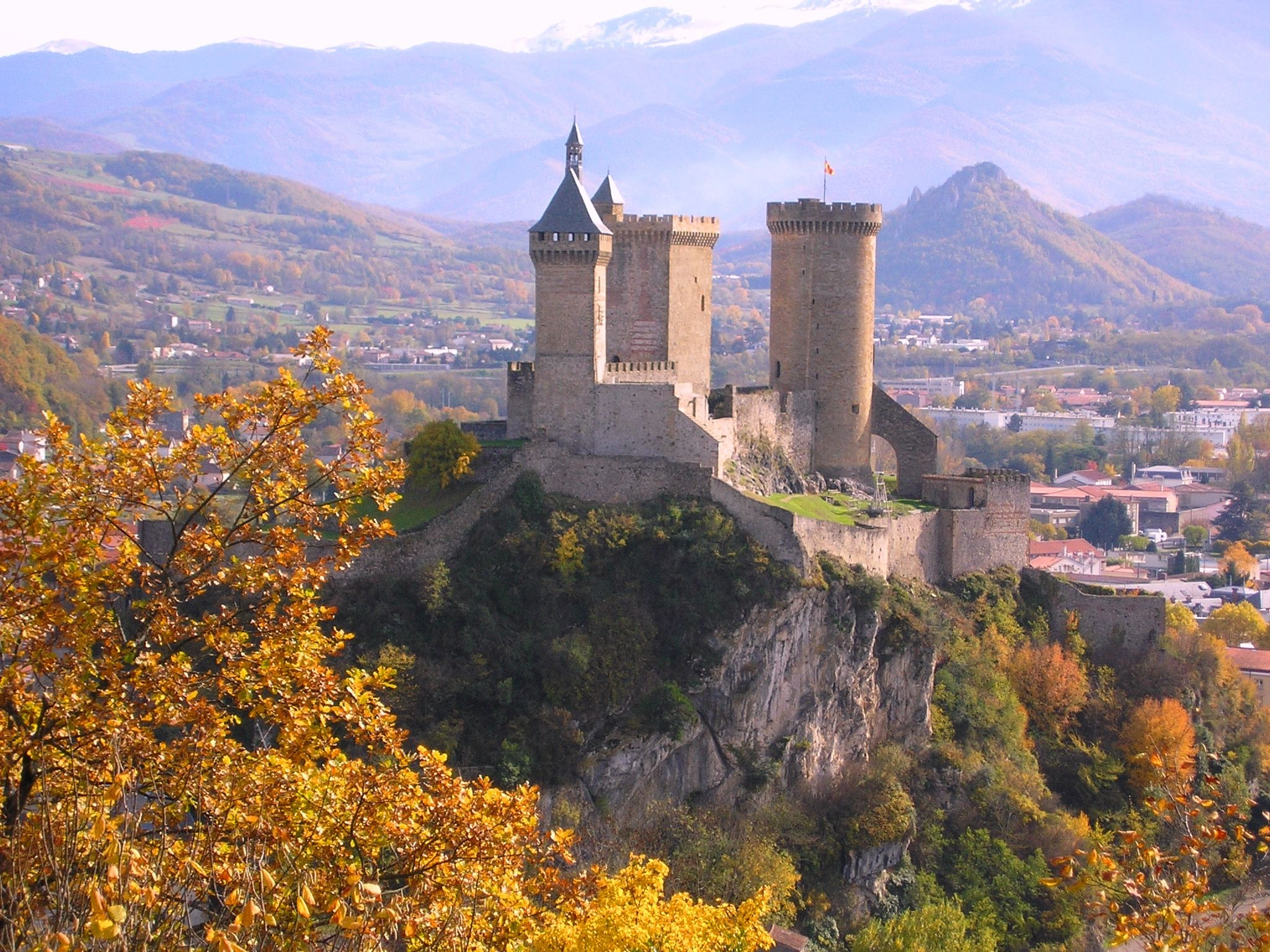 a history and role of medieval castles Could an analysis of medieval castles, then, shed light on the politics of today   culture-historical approaches have stressed [the castle's] military role   discussed the castle's social and symbolic role, the castle as a stage.