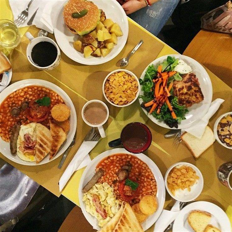 Il rito del brunch, unione tra il breakfast (colazione) e lunch (pranzo), nasce nell'Inghilterra dell'800per sollevare le donne dall'onere di