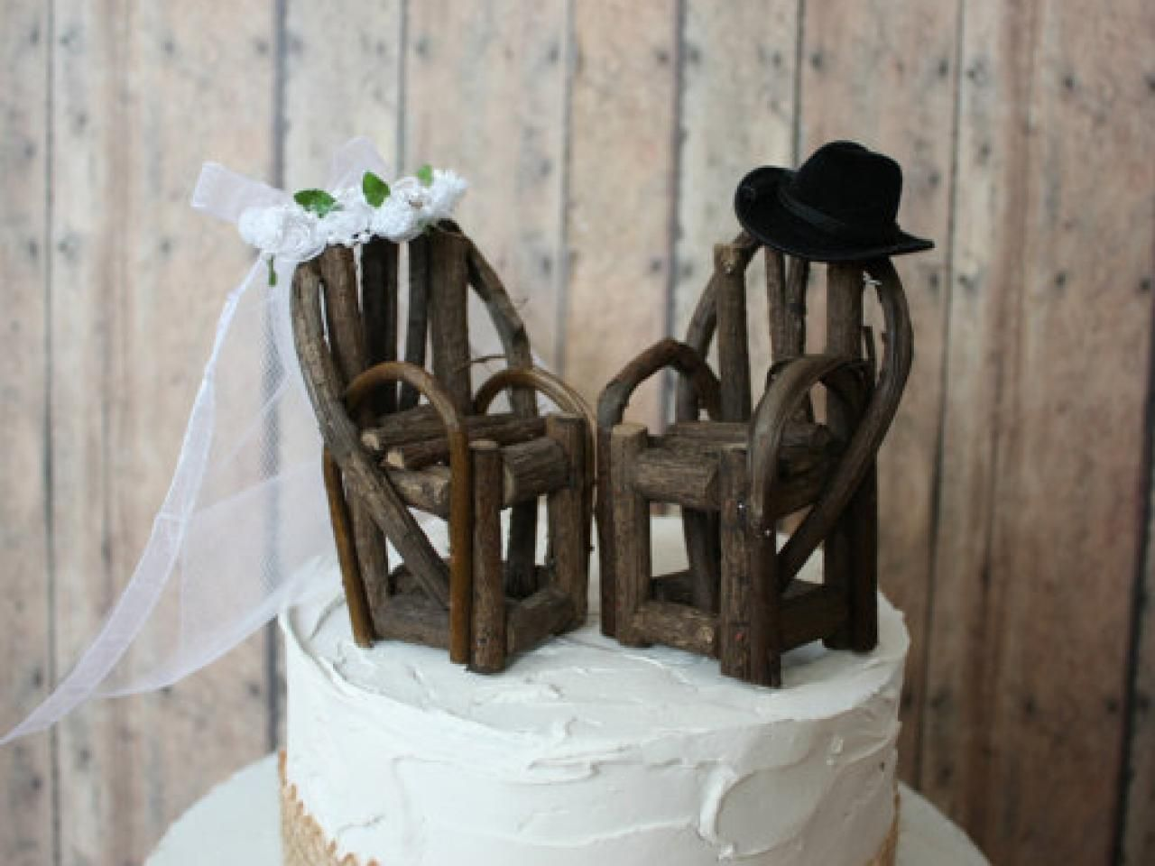 Wedding decorations to make yourself  Rustic Wedding Decorations You Can Make  Diy wedding cake DIY