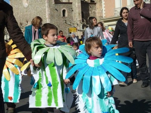 R sultat de recherche d 39 images pour d guisements carnaval en maternelle arts visuels - Deguisement sac poubelle ...