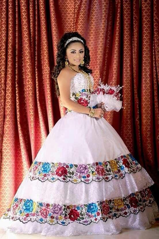 Un Vestido De Xv Años Bordado A Mano Muy Mexicano